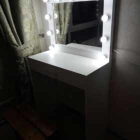 Гримерные зеркала со столами +7(495)1281381