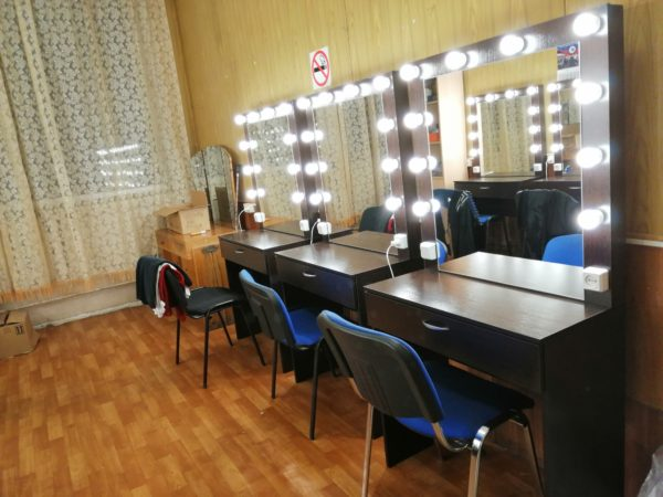 VALENCIA Гриерные столы, новые с зеркалами и подсветкой теперь красуются в театре мимики и жеста на измайловской