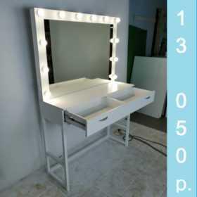 грмерный стол с металлическими ножками