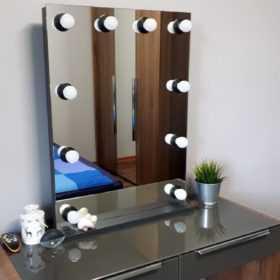 это Гримерное зеркало без рамы уехало в Тулу, заказчик очень доволен, CARAVELLA, +7(495)1281381, makeupmirror.ru