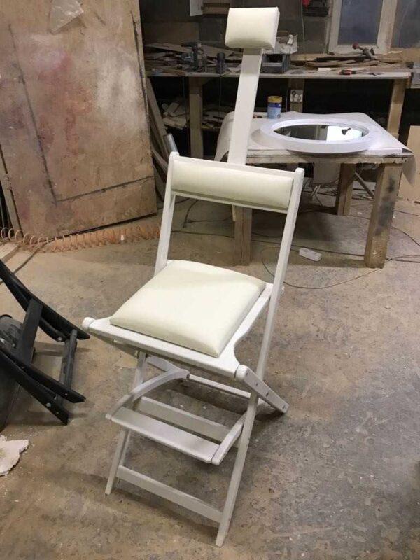 Фотография на производстве 2 стул для гримерного стола складной белый GSLW01 от Caravella MakeupMirror.ru