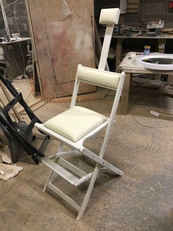 Фотография на производстве 3 стул для гримерного стола складной белый GSLW01 от Caravella MakeupMirror.ru