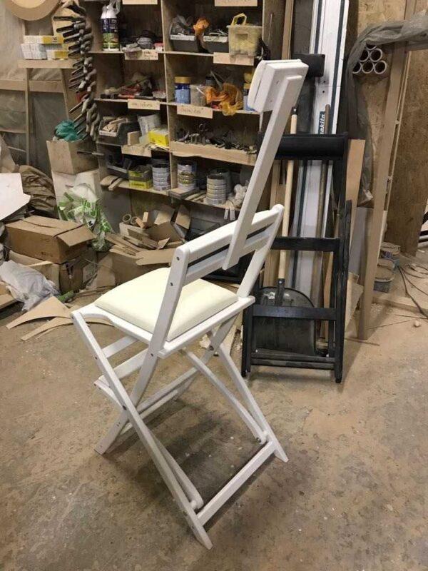 Фотография на производстве 4 стул для гримерного стола складной белый GSLW01 от Caravella MakeupMirror.ru