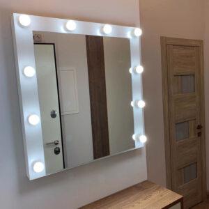 Гримерное зеркало навесное в деревянной раме