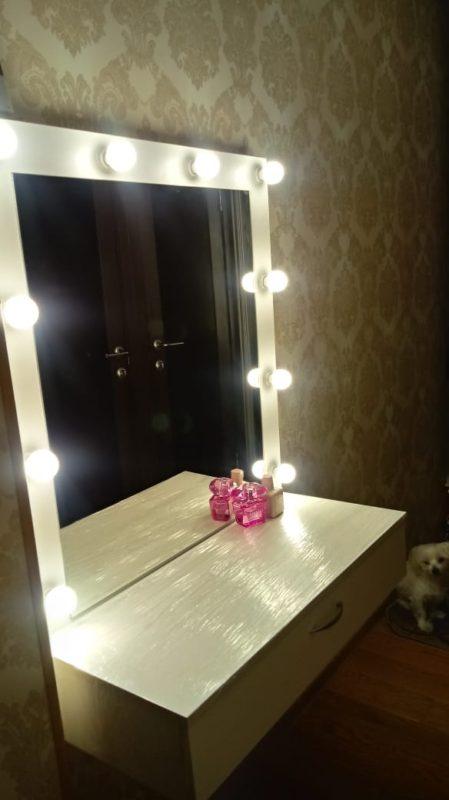 Подвесное гримерное зеркало с ящиком
