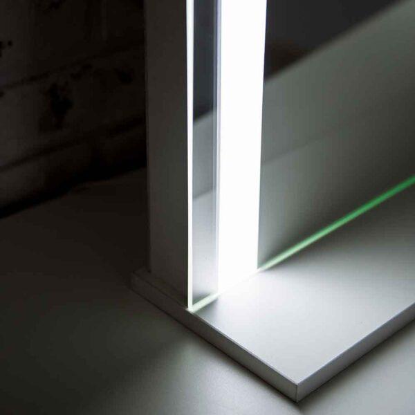 ГРимерное-зеркало-с-подсветкой-LED-3