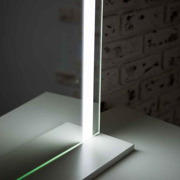ГРимерное-зеркало-с-подсветкой-LED