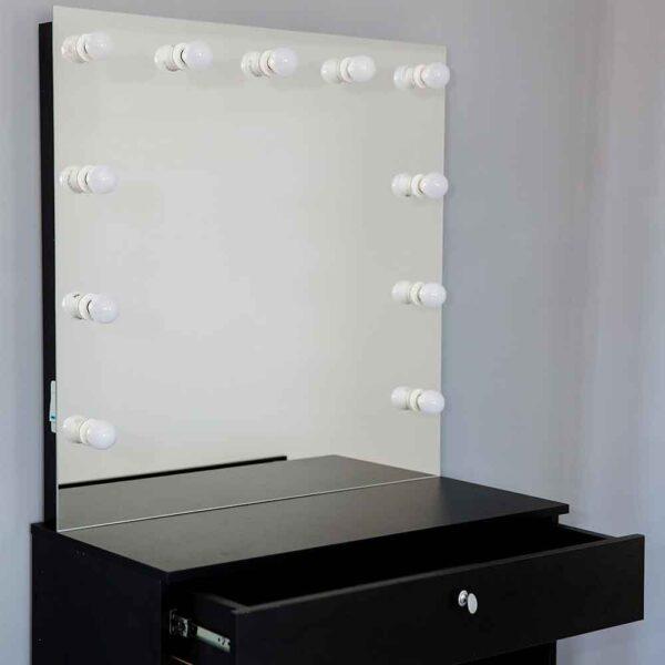Гримерное-зеркало-с-черным-столиком