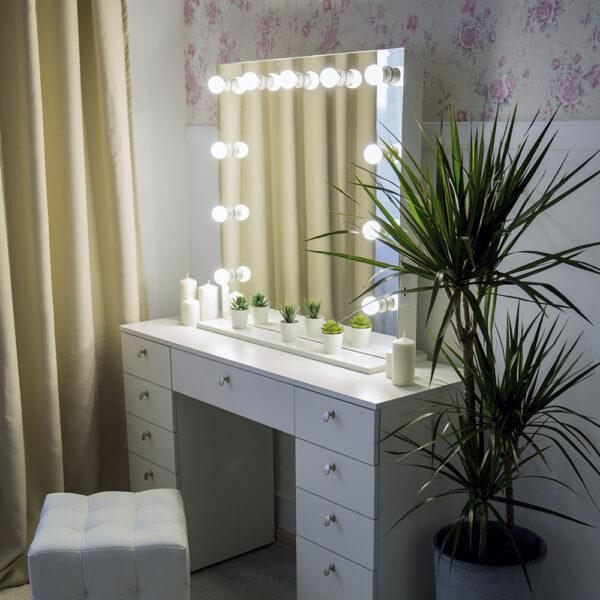 Туалетный гримерный столик для визажиста_0001_L59A7751
