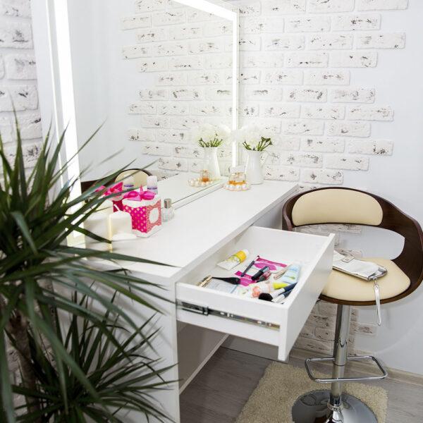 Гримерный столик AVALON с зеркалом_0001_L59A7685